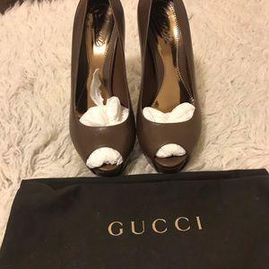 Gucci pumps
